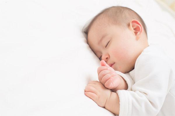 寝いている赤ちゃん